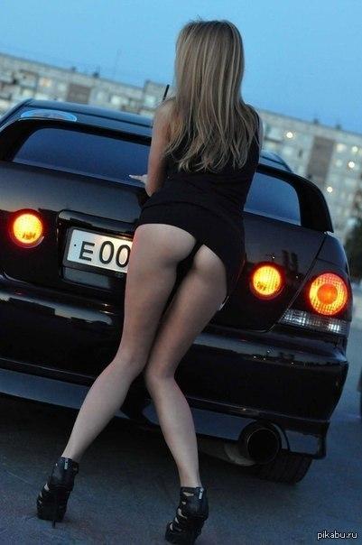 девушка попа в машину фото