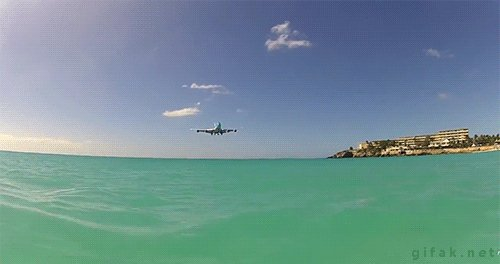 Посадка самолёта на острове Святого Мартина...