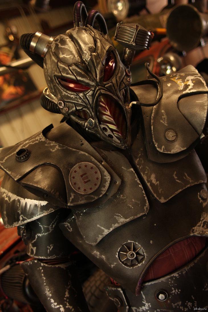 Силовая броня анклава , это ли не прекрасно ? =) Просто одна из вариаций силовой брони , похожа на броню используемую на обложке игры Fallout Tactics
