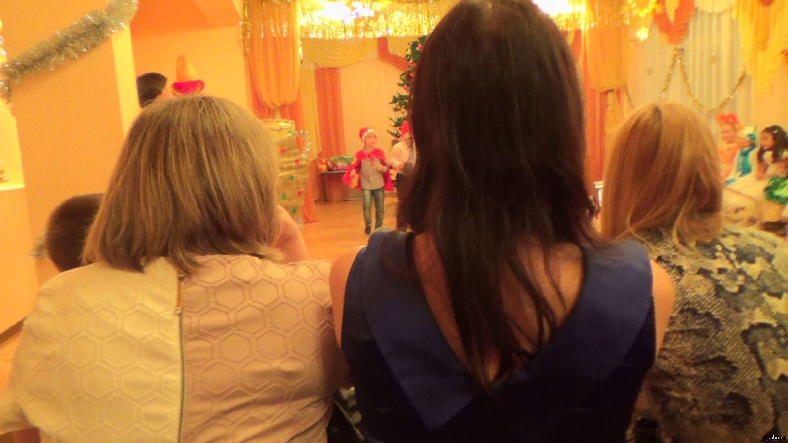 Попросил жену снять утренник дочки....Вот, что из этого вышло)))) Фото из видео, которое практически все такое))))
