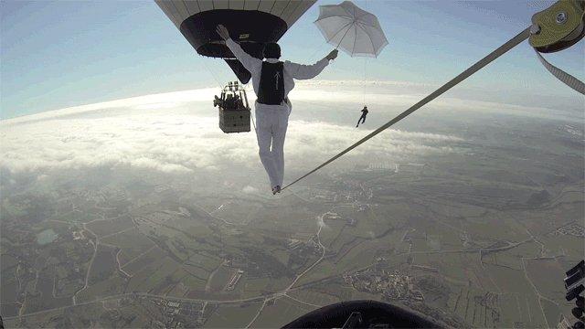 Как хорошо, что у него есть парашют